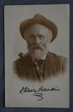 Hardie signature headshot